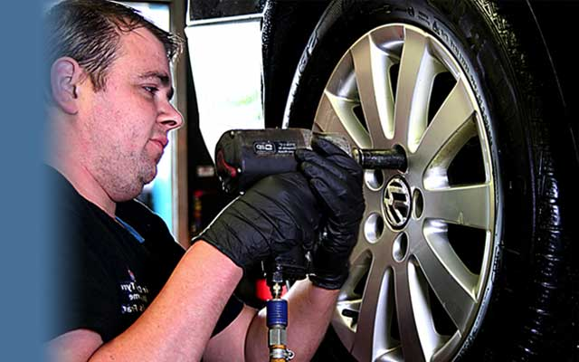 FREE FIVE POINTSAFETY CHECK!ON ALL VEHICLES TYRES, OIL AND FLUID LEVELS, LIGHTS, BRAKES & SHOCKS